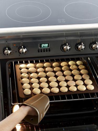 Lékué® szilikon macaron sütőforma, barna színben